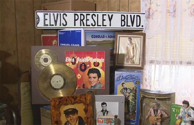 Elvis impersonator's Apache Junction estate up for auction